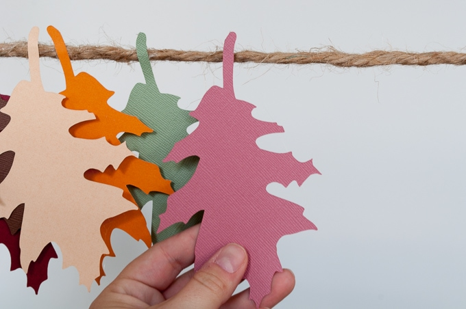 Easy tutorial for a pretty autumn leaves banner. Perfect for fall - love all he gorgeous colors!