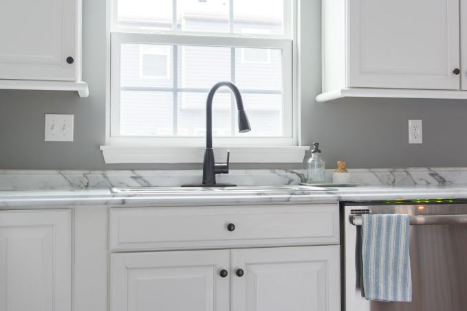 Beautiful and affordable faucets for your kitchen at a budget price. Check out these amazing finds from Amazon!