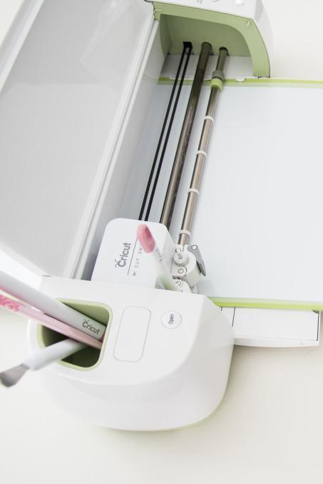 Cricut explore cutting machine cutting white vinyl