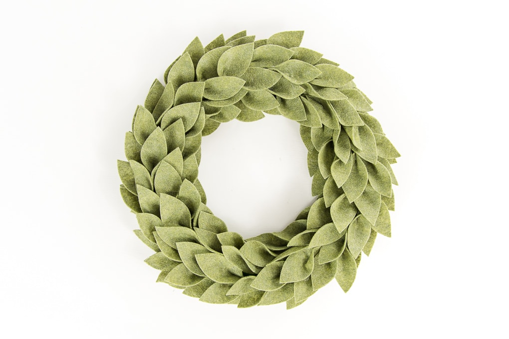Christmas Greenery Images.Beautiful Felt Christmas Greenery Wreath Keys To Inspiration