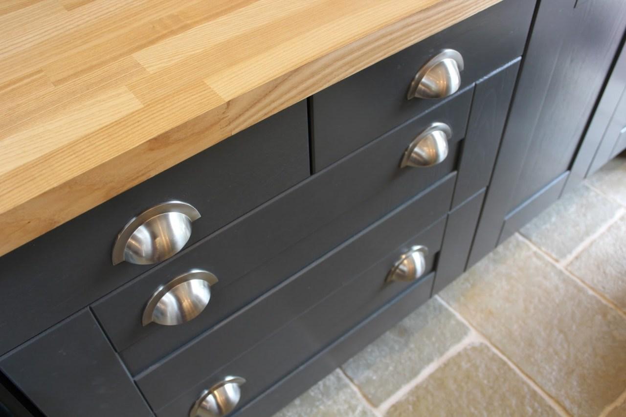 Choosing Fitting Kitchen Handles Kezzabeth Diy Renovation Blog