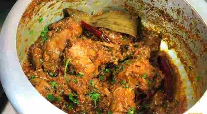 Cooked bhuna chicken