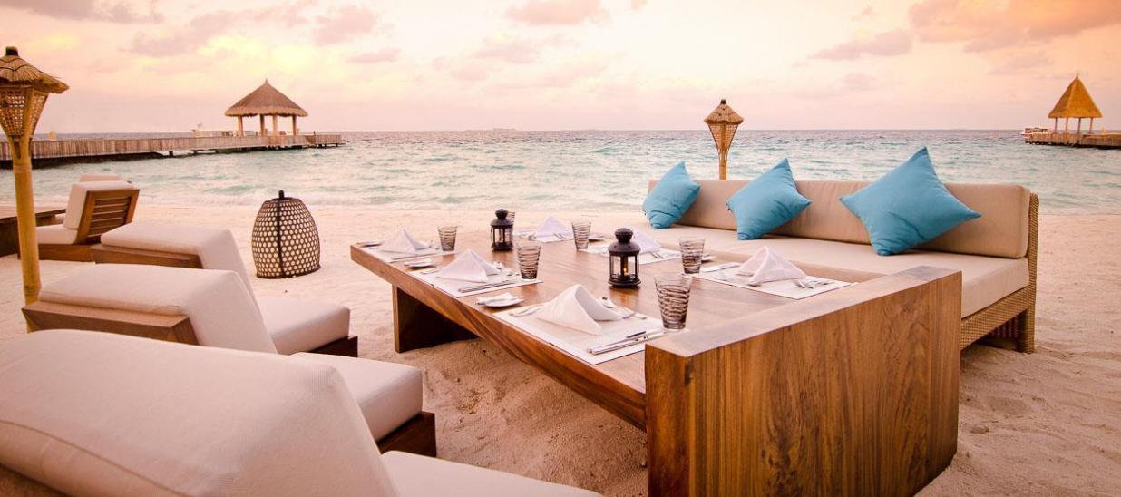 jumeirah-vittaveli-mu-beach-bar-grill-restaurant1-hero