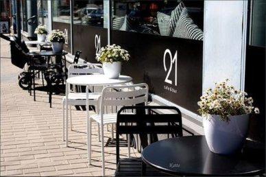 cafe-bar-21