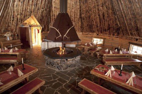 groups-restaurant-santa-claus-village-rovaniemi-finland-825x550