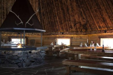 lapland-restaurant-kotahovi-santa-claus-village-arctic-circle-rovaniemi-finland-825x550