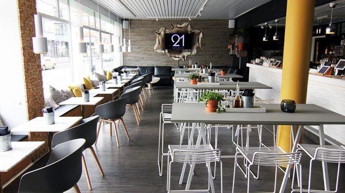 visit-rovaniemi-restaurants-cafe-bar-21-bar-overview