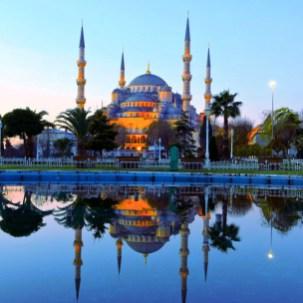 Majestic-Blue-Mosque-in-Turkey