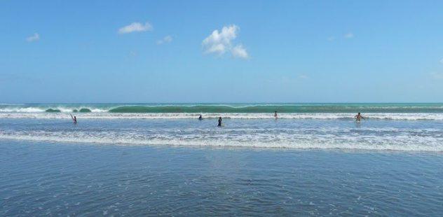 kuta-beach-waves-surfing-bali