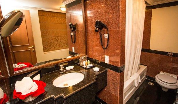 iU2C3_bathroom_suite-room