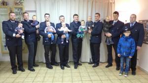 von links: Ole, Luca, Len, Hanna, Titus, Klaas, Piet und Leon mit ihren Papa´s