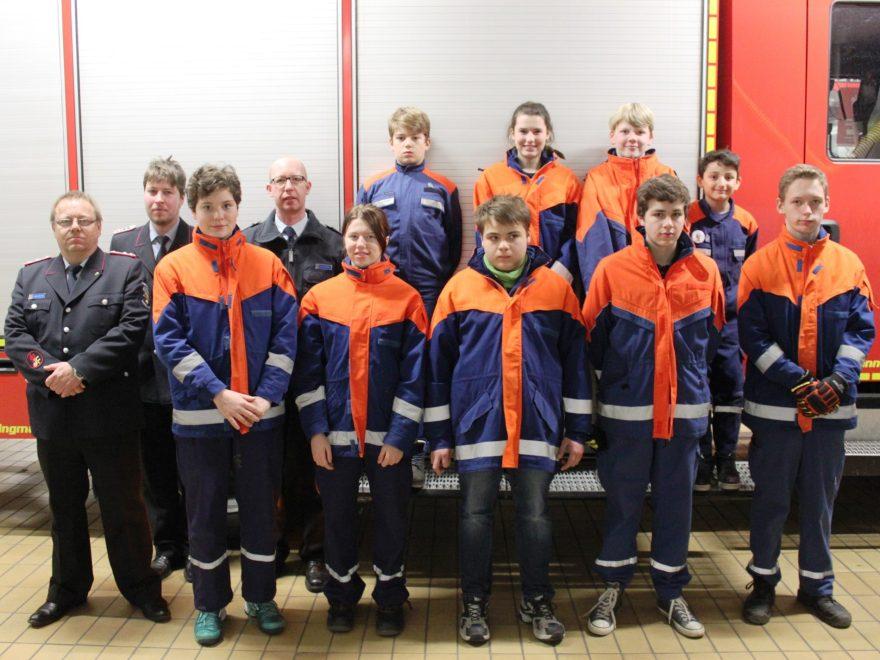 Foto (JF Samtgemeinde Wathlingen): Die erfolgreichen Jugendfeuerwehrmitglieder aus der Samtgemeinde Wathlingen, die die Jugendflamme der 1. Stufe erreicht haben.