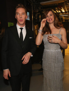 Benedict-Cumberbatch-Jennifer-Garner-linked-up-backstage-229x300
