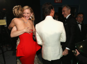 Cate-Blanchett-gave-Jennifer-Lawrence-big-hug-backstage-300x219
