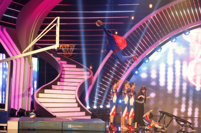 MBC4 & MBC MASR Arabs Got Talent S4- Live 2- Winners- Crazy Dunkers (2) (800x529)