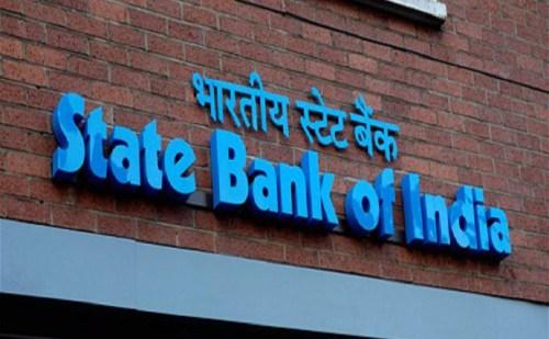 SBI ने अपने ग्राहकों को दिया झटका, ATM से कैश निकालने की सीमा घटाई