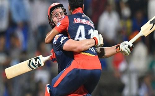 दिल्ली ने शानदार खेल दिखाते हुए मुंबई को हरा कर मनाया अपनी पहली जीत का जश्न