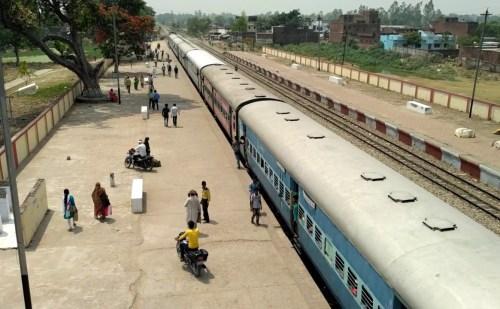 ट्रेनों की गति बढ़ाने के लिए भारत को चाहिए चीन से मदद