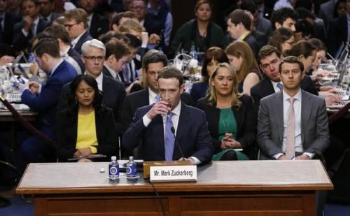 डाटा लीक मामला: 44 सीनेटर्स ने 5 घंटे तक पूछे फेसबुक सीईओ मार्क जुकरबर्ग से सवाल
