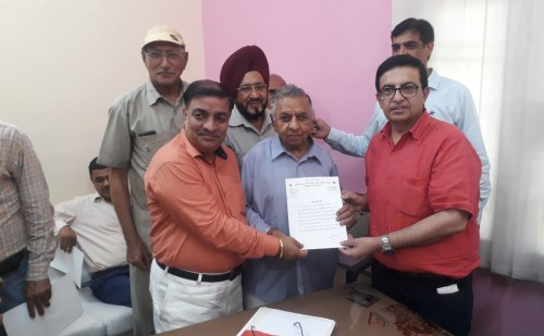 प्रधान गिरीश अरोड़ा ने रैडक्रॉस कार्यालय का किया निरीक्षण