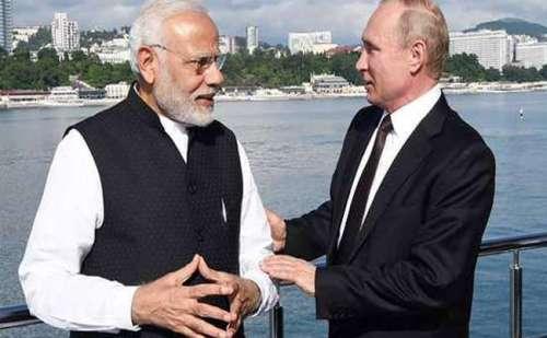 पीएम मोदी और रूसी राष्ट्रपति पुतिन ने अनौपचारिक वार्ता के बाद की नाव की सवारी