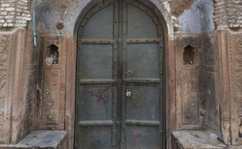 लोंगो ने ऐतिहासिक इमारते और सांस्कृतिक धरोहरों पर भी किये अवैध कब्जे