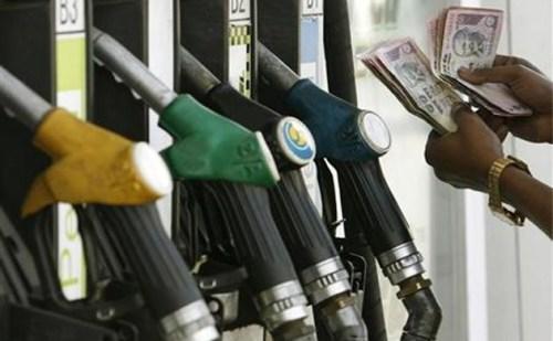 पेट्रोल-डीज़ल की कीमतों में फिर इजाफा, तोड़े पुराने सारे रिकॉर्ड