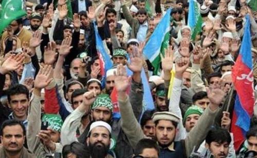 पाकिस्तान में चुनाव से पहले सेना और खुफिया एजेंसी के खिलाफ जनता में बढ़ा रोष