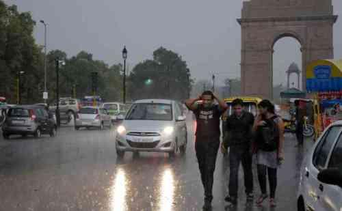 दिल्ली-NCR समेत उत्तर भारत में बारिश, मौसम में आया बदलाव