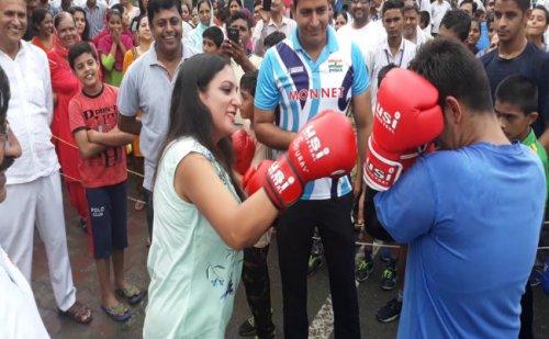 """हल्की बूंदाबांदी के बीच खुशनुमा माहौल में राहगीरी """"अपनी जिंदगी-अपनी राहें"""" कार्यक्रम का आयोजन"""