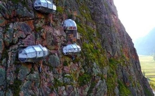 दुनिया का सबसे खतरनाक हवा में झूलता ये होटल, बेहद ऊंचाई में है ये होटल