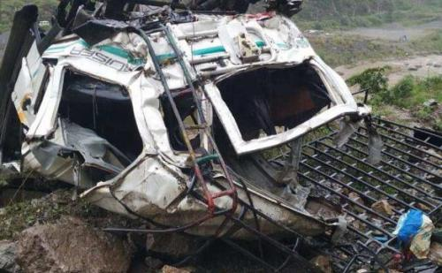 दर्दनाक हादसा: जीप खाई में गिरने से 13 लोगों की मौत, एक घायल