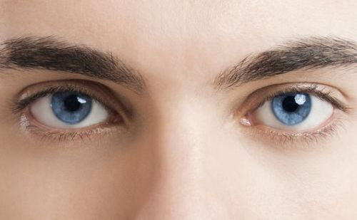 कांटेक्ट लैंस से फैशन या आंखों में कमजोरी?