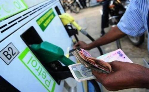 पेट्रोल-डीजल में फिर हुई बढ़त, जानिए किस वजह से बढ़ते है पेट्रोल के दाम
