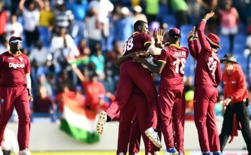 तीसरे वनडे में टीम इंडिया को मिली हार, विराट ने जड़ा लगातार तीसरा शतक