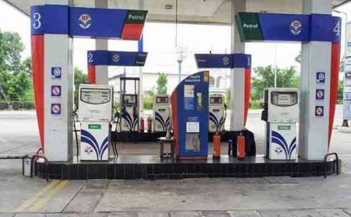 दिल्ली में सभी पेट्रोल पंप आज बंद, जनता को आज भारी परेशानी