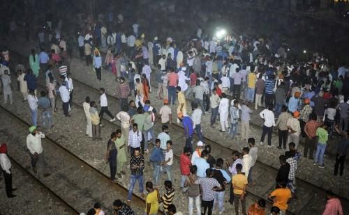 अमृतसर में दशहरा देखने आए लोगों पर चढ़ी ट्रेन, 60 से ज्यादा की मौत