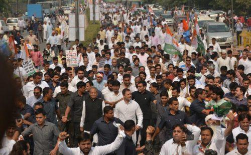 CBI मुद्दे पर कांग्रेस का मार्च जारी, राहुल गांधी कर रहे हैं अगुवाई