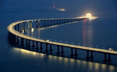 दुनिया के सबसे लंबे समुद्री पुल का आज हुआ उद्घाटन