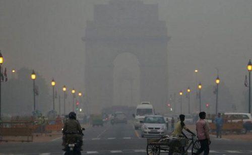 दिल्ली में प्रदूषण में हुआ सुधार पर हवा में अब भी कमी..