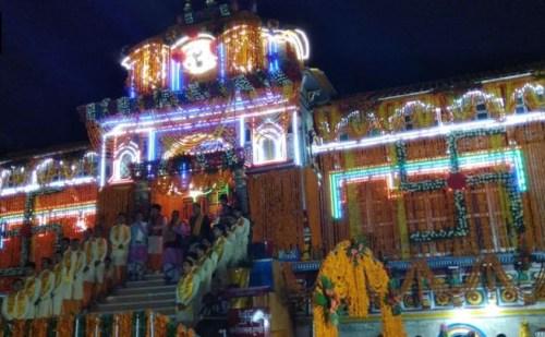 बद्रीनाथ धाम की यात्रा शुरु, दर्शन को पहुंचे लाखों भक्त