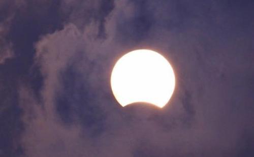क्या आप जानते हैं सूर्य या चांद पर लगा ग्रहण आपको मालामाल भी बना सकता है…