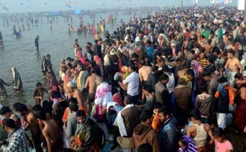 कुंभ: मकर संक्रांति पर उमड़ी श्रद्धालुओं की भीड़