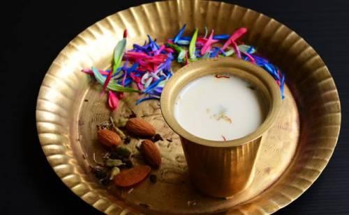 भांग की चाय रामबाण है कई बीमारियों का जानिए कैसे बनती है भांग की चाय…..
