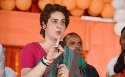 पीएम मोदी के संसदीय क्षेत्र में जमकर बरसी प्रियंका गांधी