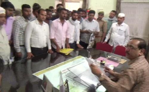 उत्तर प्रदेश: पुलिस आरक्षी भर्ती के अभ्यर्थियों ने की इच्छा मृत्यु की मांग