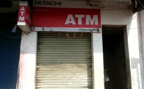 यूपी के कुशीनगर में निजी एटीएम मालिक से तीन लाख की लूट