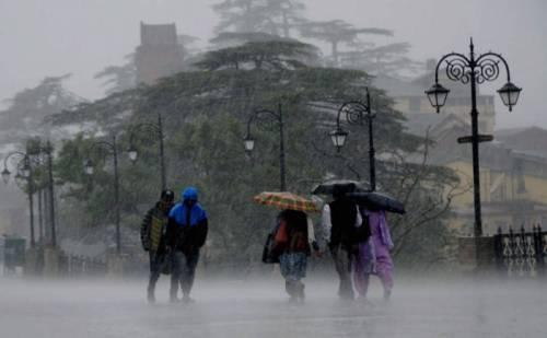राजधानी शिमला में बारिश तो ऊपरी इलाकों में बर्फबारी का दौर जारी