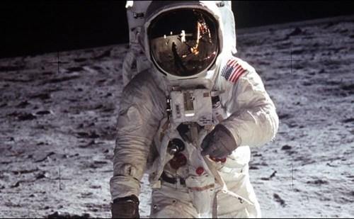 अपोलो 11 मिशन के 50 साल पूरे, गूगल ने डूडल बनाकर दी बधाई