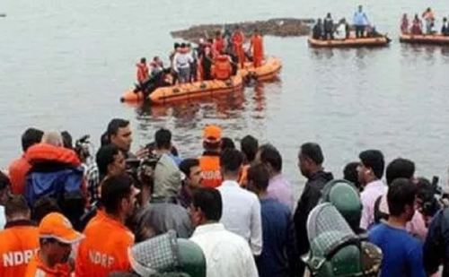 आंध्र प्रदेश: गोदावरी नदी में नाव पलटने 7 की मौत, 60 लोग थे सवार